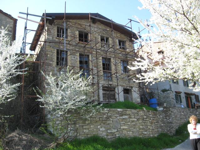 Casa singola a pecorara in vendita e affitto for Piani di piccola fattoria avvolgono portico