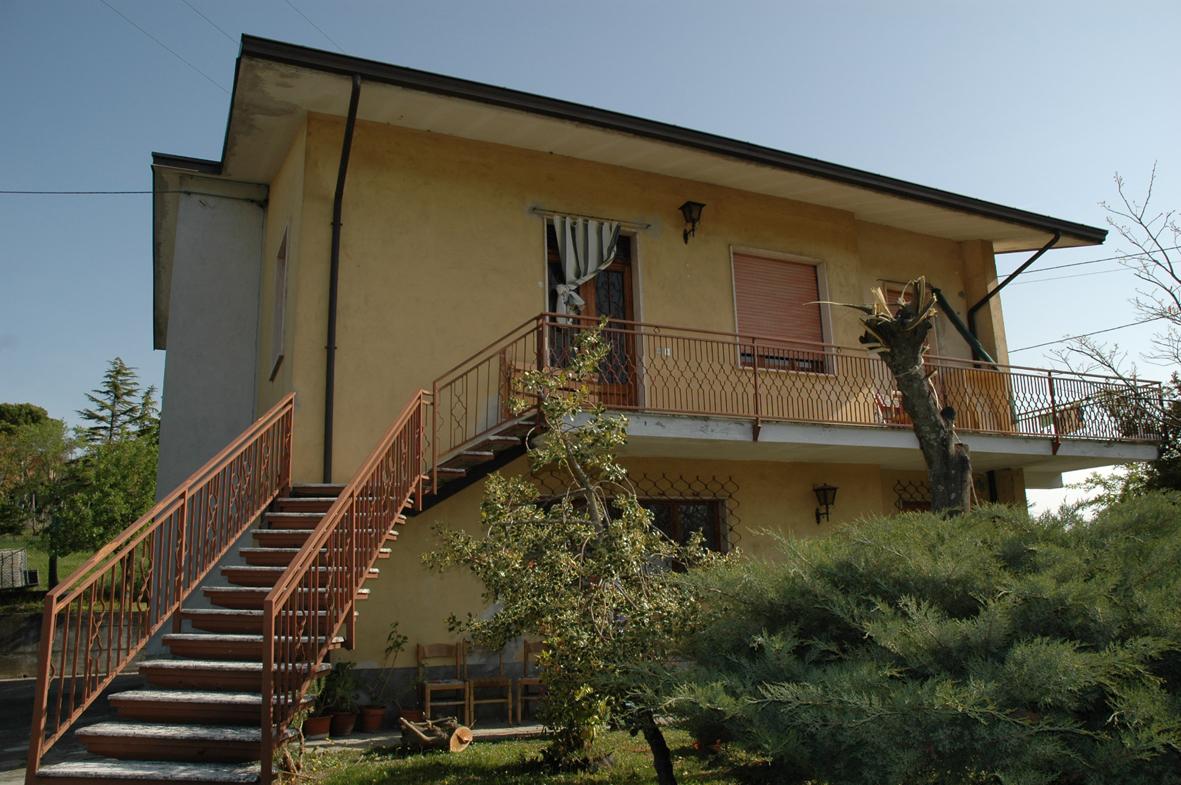 Villa, Travo