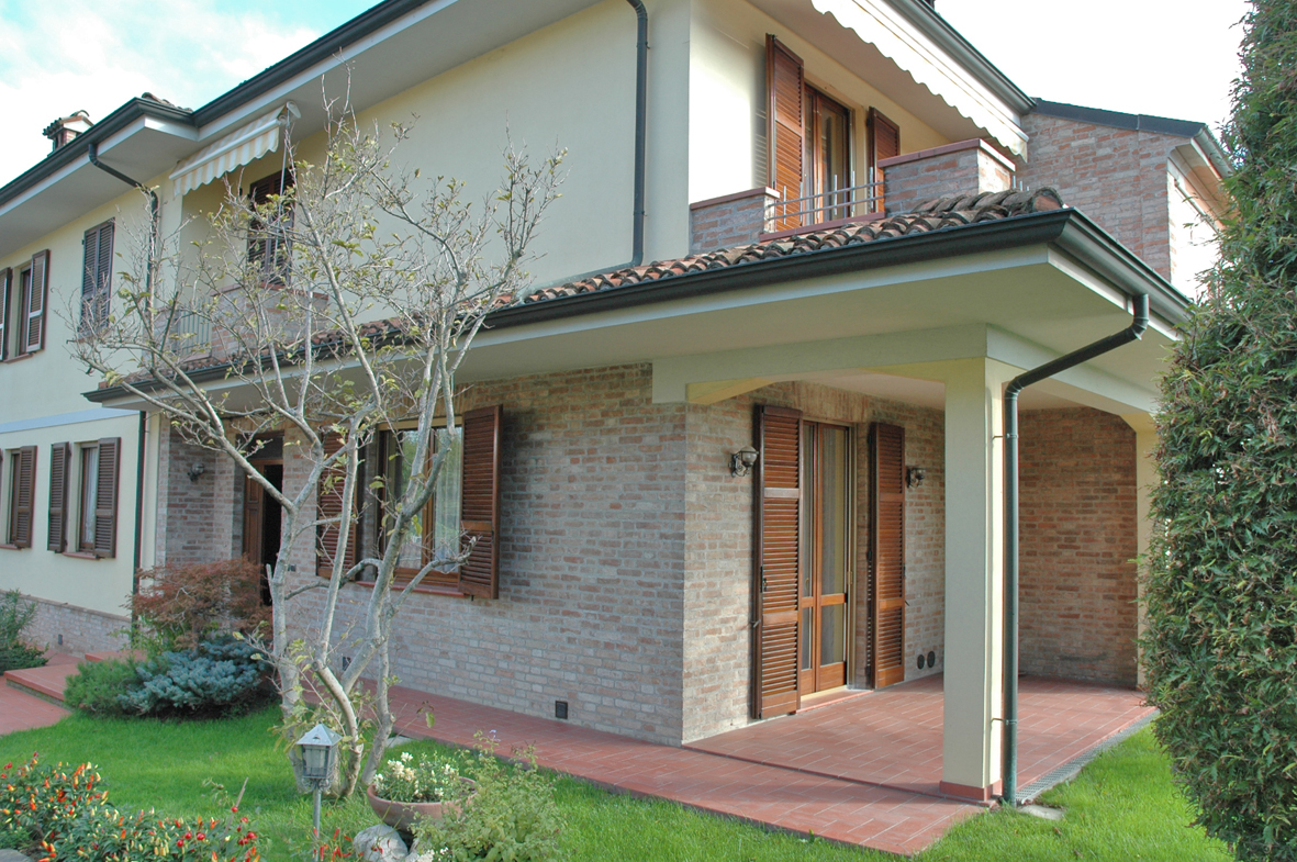 Bifamiliari a gragnano trebbiense in vendita e affitto for Cabina con avvolgente portico