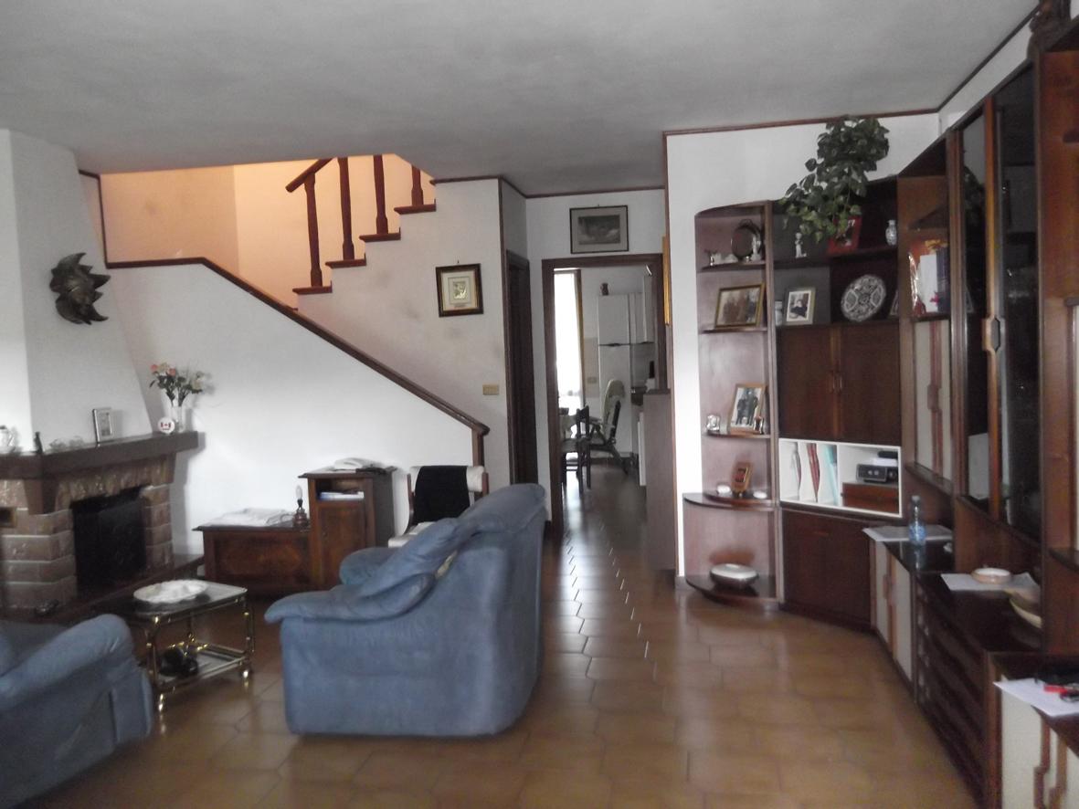 Villa a schiera, Farnesiana, Piacenza