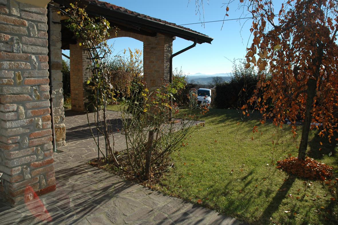 Villa a schiera, Travo